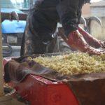 Pressage des pommes pour faire le jus